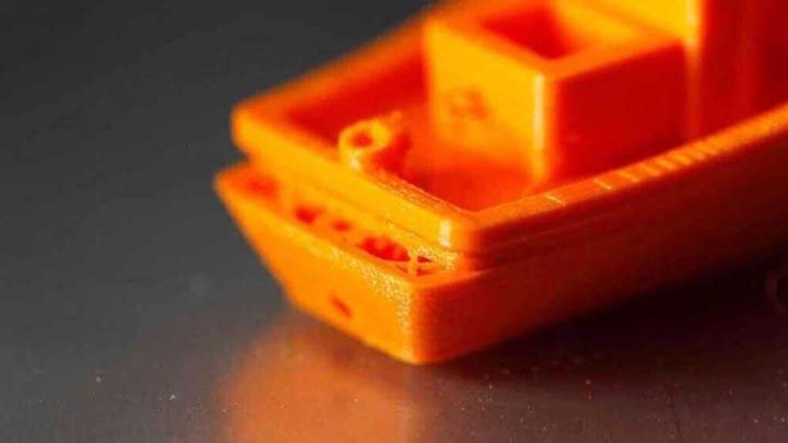 زیاد بودن سرعت پرینت سه بعدی سبب جابه جایی لایه ها می شود