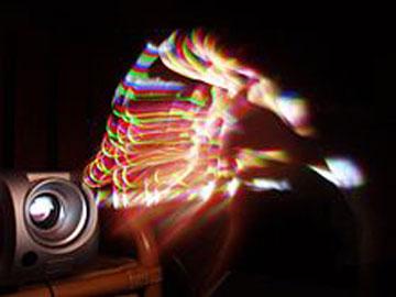اثر رنگین کمانی در پروژکتورهای DLP که از چرخه ی رنگ مکانیکی استفاده می کنند رخ می دهد.
