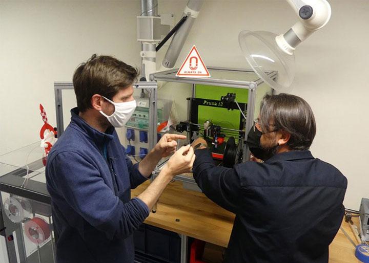 محققین با استفاده از یک پرینتر سه بعدی Prusa i3 آهنرباهایشان را ساختند.
