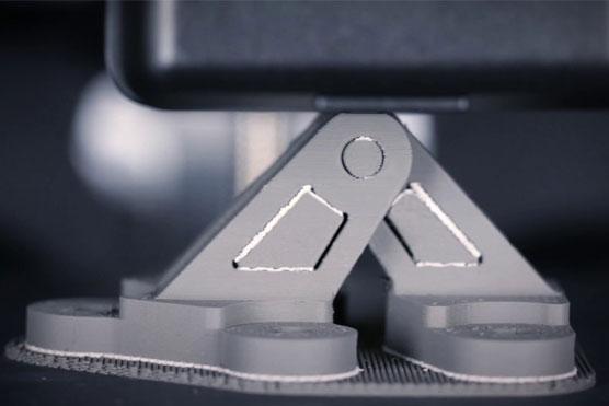 قطعه ی پرینت سه بعدی تولید شده توسط Desktop Metal